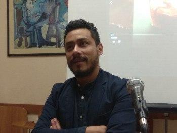 Fernando durante la charla.
